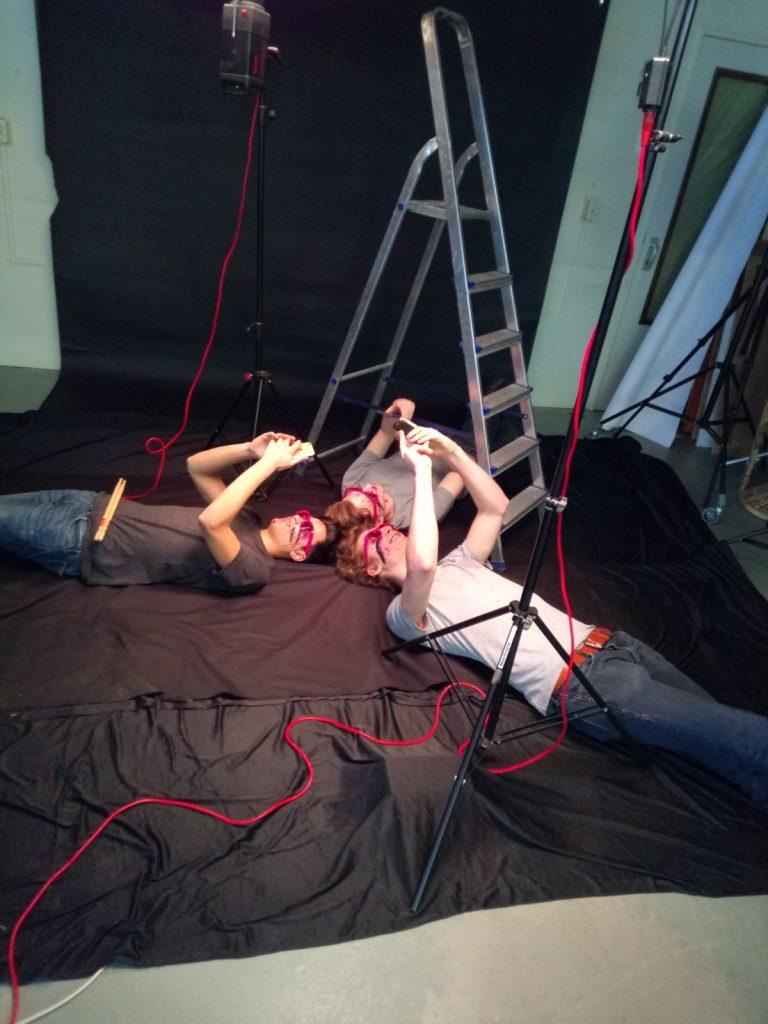 Act natural zo onder de trap van de fotografe... Fotocredits: Joséphine Kurvers | I Shoot Musicians
